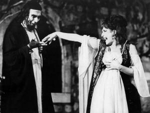 Špiro Guberina kao Sadi i Milka Podrug-Kokotović kao Laura